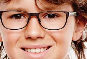 2b1d07388529 Flere og flere børn får briller. Det skyldes flere ting  Vi bliver som  forældre mere og mere opmærksomme på børns syn og livsstilsændringerne i  forhold til ...